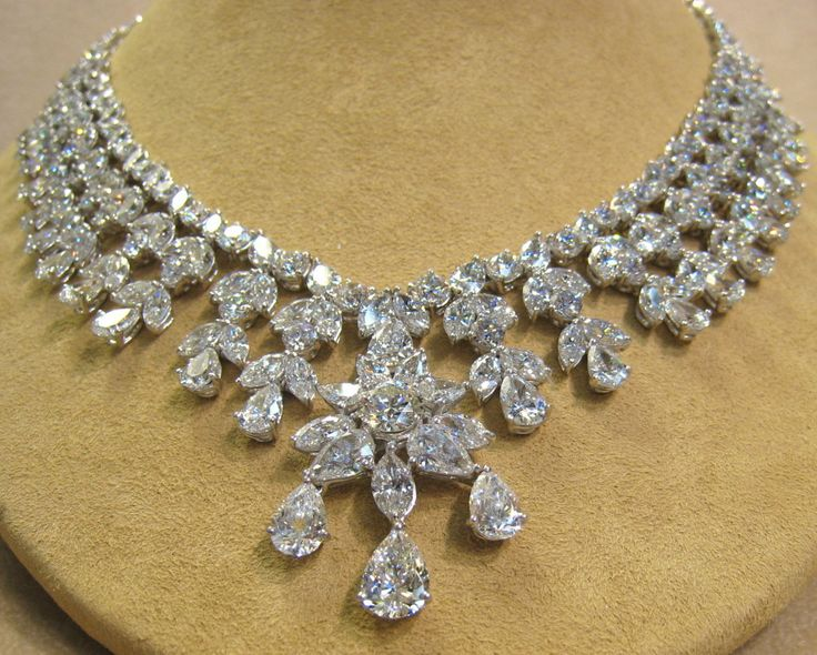 Exquisite Diamond Necklace With Pear Shaped Marquise And