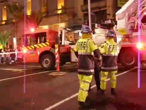 4th Alarm Fire at BK, Fire & Ambos Responding, Auckland NZ, 18 Jul 08 - YouTube