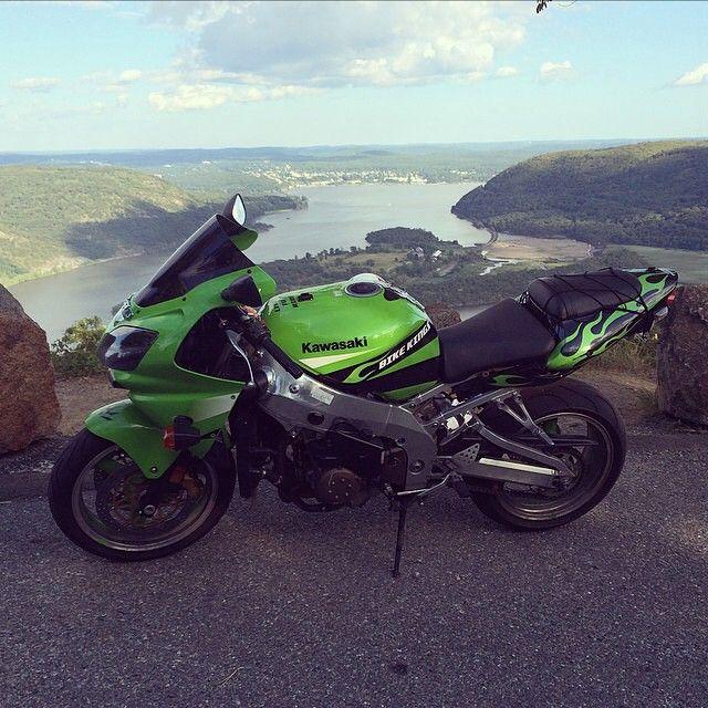 Kawasaki ZX9R Ninja Photo: @zero refrain Send us your pictures and videos by direct message #motorbike #motorcycle #sportsbike #yamaha #honda #suzuki #kawasaki #ducati #triumph #victory #buell #aprilia #harleydavidson #r1 #r6 #cbr #gsxr #fireblade #zx9r #ninja #photography #bikelife #Twowheelpassion