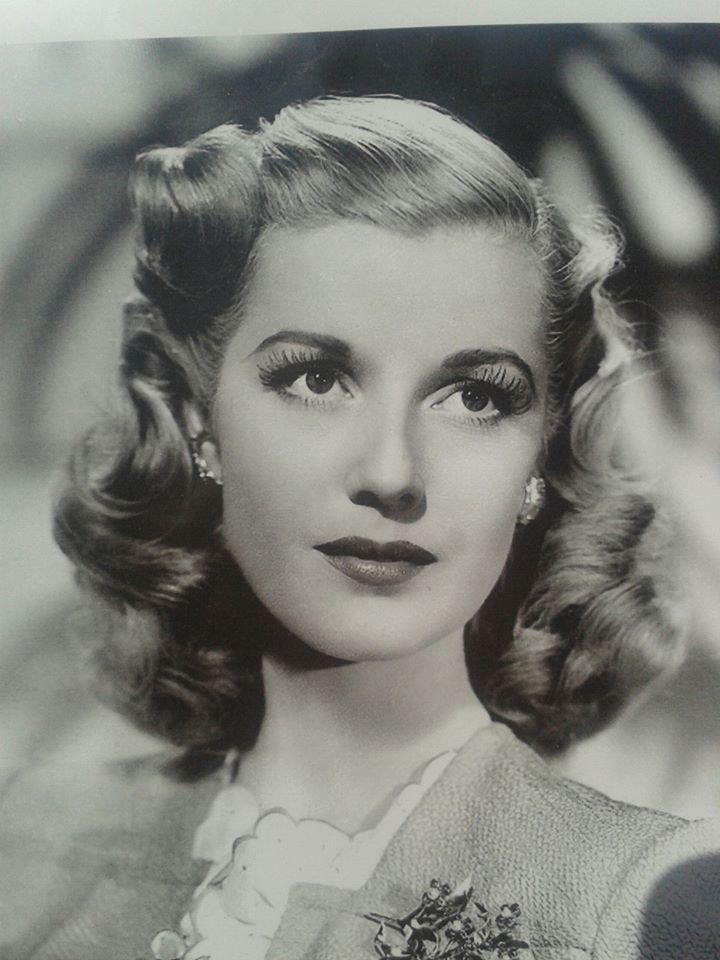 Todays 1940s vintage  hair & make up inspiration.