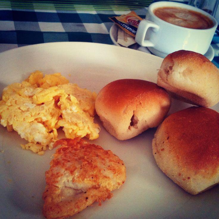Pandesal, delicious filipino breakfast in Iloilo.