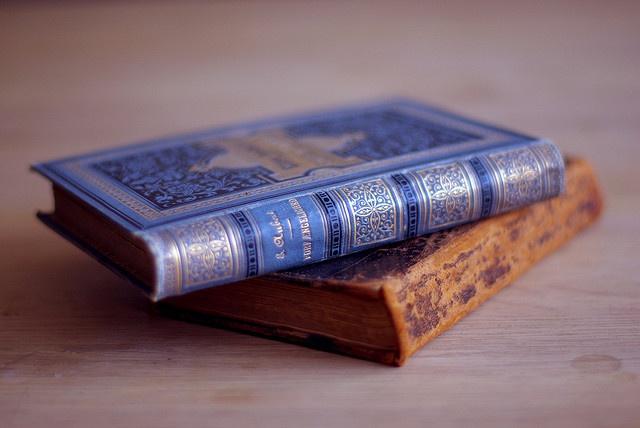 26 Enchanting DIY Old Book Craft Ideas to Repurpose Old