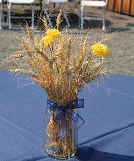 Simple country table centerpiece - savvyentertaining.com