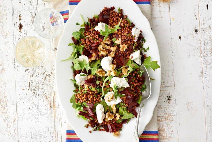 15 augustus 2017 - Geitenkaas in de bonus = Prima salade voor een balansdag: zonder vlees en met lekker veel groente. - Recept - Allerhande