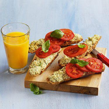 Kornspitz mit Tomaten und Basilikumcreme