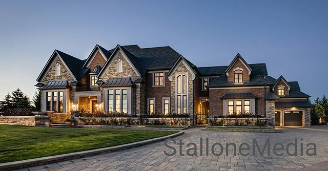 Twilight of this luxury #kleinburg home last year was one of my favorites to date. #luxuryhomes #RealEstate #twilightphotography #stallonemedia #vaughan #howwedoit #realtors #photography #inspire_me_home_decor #luxurylistings