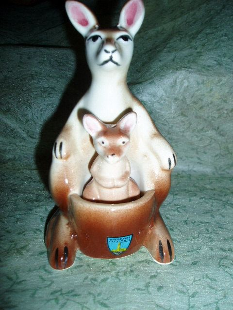 Kangaroo & Baby Salt Pepper Australian Souvenir.