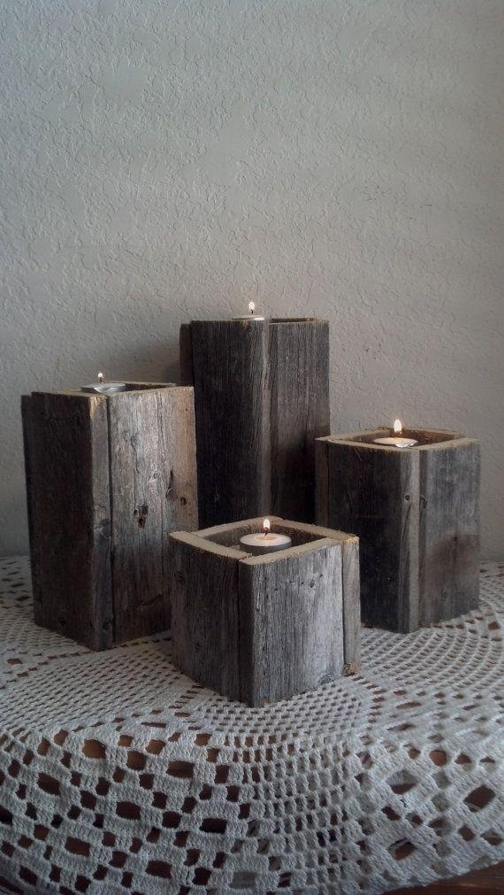 Pilastro in legno rustico portacandele. Fatto da legno rivendicato Quattro torri H 10 X 4 H 8 X 4 H 6 X 4 H 4 X 4 Elementi saranno