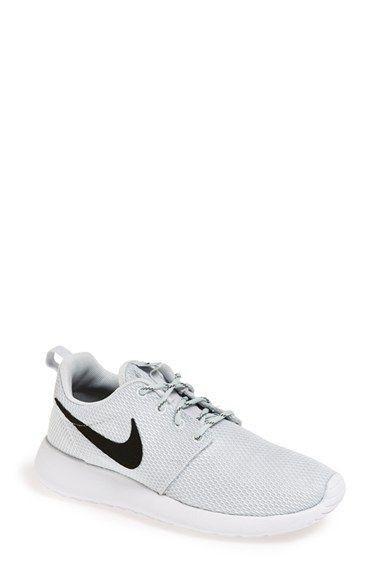 Nike 'Roshe Run' Sneaker (Women
