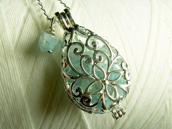 detailed teardrop necklace