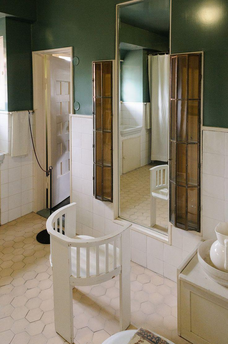 Hvitträsk ,bathroom designe - Eliel Saarinen. Originally included a wonderfull textiles,inspired by his wife,taking care of her rose garden...Beautiful:)