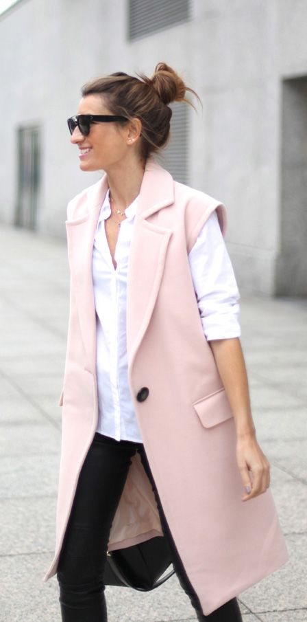Sleeveless Trend: Silvia Garcia is wearing a pink vest from Gat Rimon