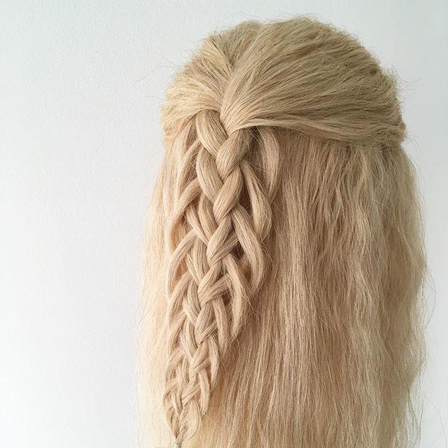 Dagens fläta. Flätmodell: Juni #bröllop #bröllopsfrisyr #bröllopsfläta #flätverket #flätverk #fläta #flätor #braids #braid #plait #plaits #instabraids #instamood #instagood #inspiration #hairinspo #hairinspiration #wedding #weddinginspiration #hair #hairstyle #styleinspo #hantverk #sweden
