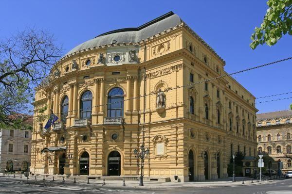 THEALTER Fesztivál Szegeden        Ma kezdődik a THEALTER, Magyarország egyetlen, évente megrendezett nemzetközi színházi fesztiválja, a hazai szín házi élet egyik legrangosabb, európai viszonylatban is jegyzett összművészeti eseménye.         A július 27-ig tartó programsorozat fő helyszíne...