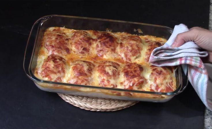 Nagyon ízletes, melegen tálalható és bármilyen ünnepi alkalomra elkészíthető tojásos csoda! Hozzávalók: 5 db tojás, 250 g vegyes darált hús (sertés, marha, csirke tetszés szerint) 1 db hagyma, 150 ml fehérbor, 4 evőkanál sűrített paradicsom, sajt, só, őrölt fekete bors, olívaolaj Hozzávalók a besamelmártáshoz: 500 ml tej, 2 evőkanál liszt,[...]