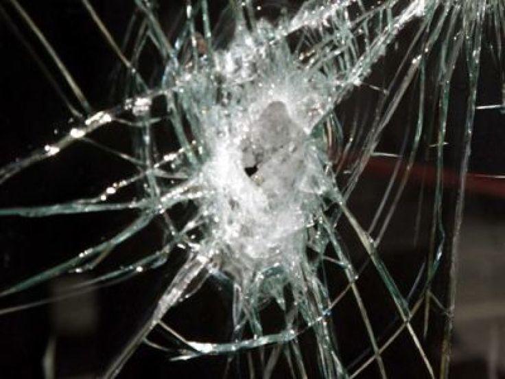 Επίθεση με βαριοπούλες στα γραφεία του ΟΑΣΘ στην Παπαναστασίου τα ξημερώματα > http://arenafm.gr/?p=253395