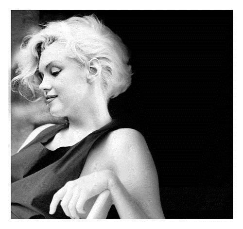 Marilyn looks so beautiful here!