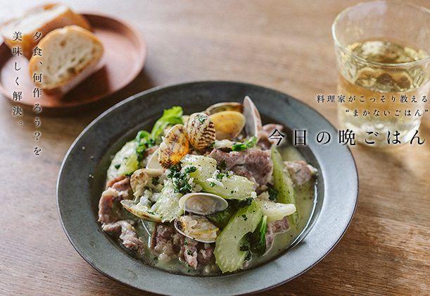 アサリと豚肉のガーリック白ワイン蒸しのレシピ。 ぷりぷりで肉厚のアサリと、豚肉の旨味が合わさって煮汁まで美味しい。噛むたびにセロリの風味が口に広がる。