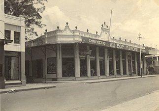 Toko Au Bon Marche Bandoeng circa 1900.