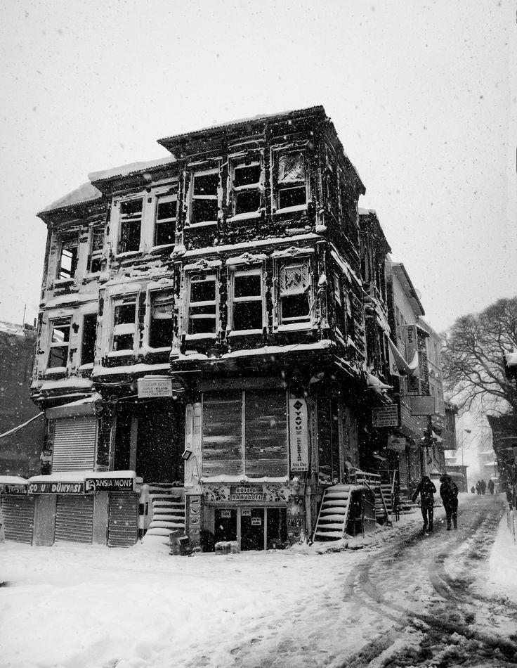 Cold Old Houses - Üşüyen Eski Evler