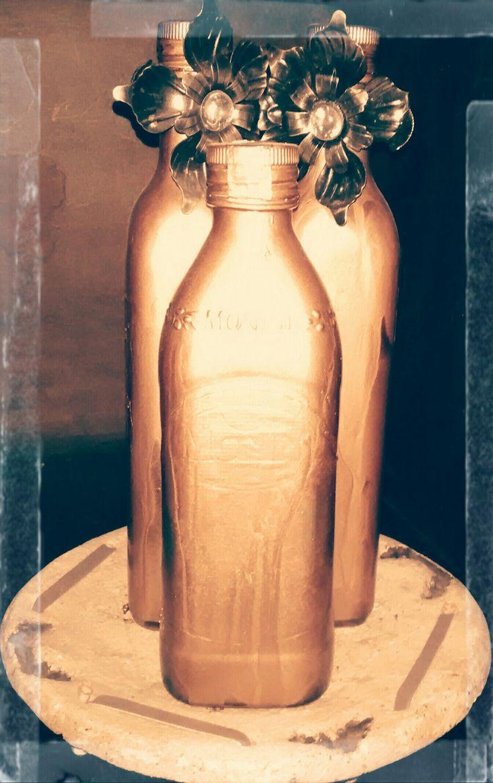 Botellas recicladas, pintadas en aerosol