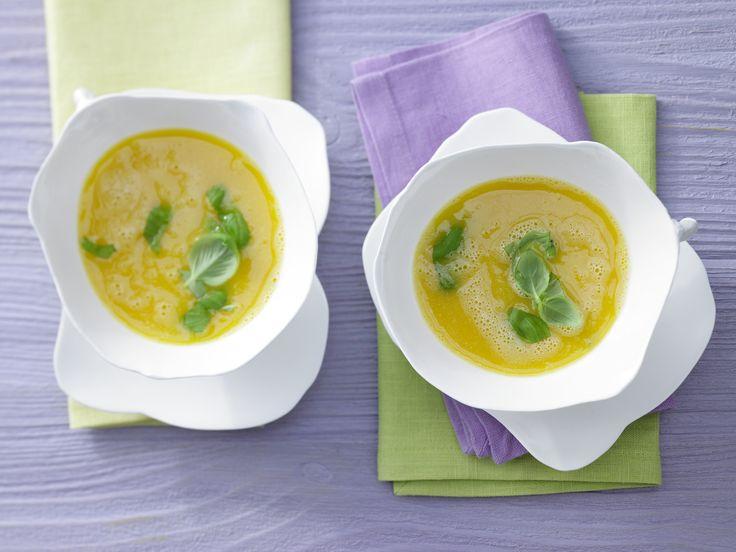 Möhren-Aprikosen-Suppe - mit Chili und Honig - smarter - Kalorien: 142 Kcal - Zeit: 30 Min. | eatsmarter.de Dise Suppe mit Karotte und Aprikose ist die perfekte Vorspeise oder schmeckt auch als Hauptgang.
