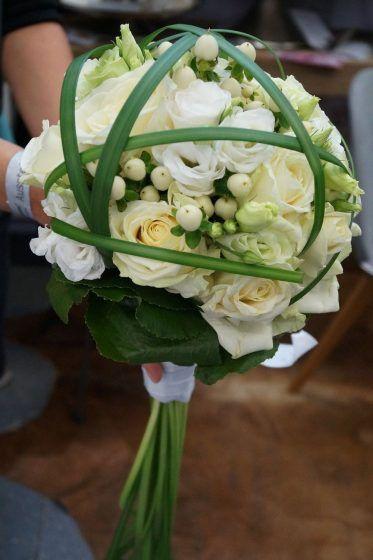 Brautstrauß in Weiß auf der Hochzeitsmesse Stuttgart (c)busyinpink.de