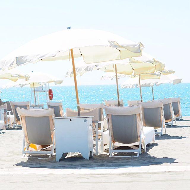 """No caption needed 🏖️ . . . . . . #fortedeimarmi #fortedeimarmibeach #travelgram #travel #travelblogger #reiseblogger #tuscany #tuscanygram #italy #italien #travelgirl #beachhuts #beach #strand #sandstrand #toskana #toskana2017 #fdm #versilia #visititaly #culturetrip"" by @chrissabella27 (Christina Hauck). #turismo #instalife #ilove #madeinitaly #italytravel #tour #passportready #instavacation #natgeotravel #mytinyatlas #traveldeeper #travelawesome #travelstoke #travelwriter #lonelyplanet…"