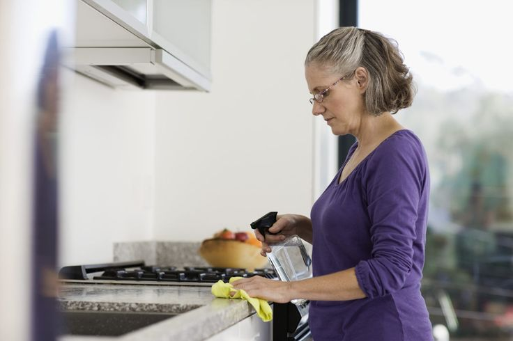 Na to, abyste zvládli jarní úklid, nepotřebujete drahé saponáty a čistící přípravky. Podívejte se, jak uklízely naše babičky.