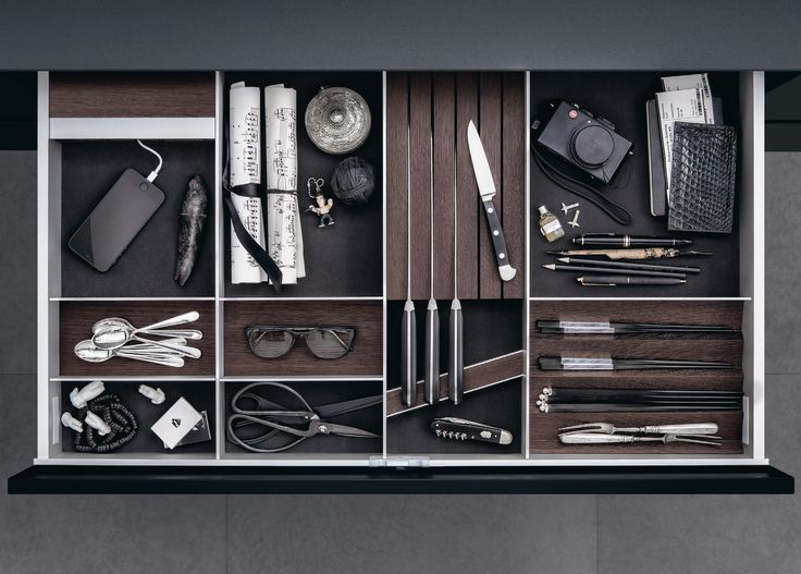 SieMatic drawers and pullouts are extremely sturdy and with a flexible system of dividers. There is a home for everything with SieMatic.