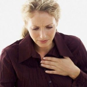 Heartburn Home Remedy , it is a digestive problem and is not concerned with the functioning of the heart. Eating fatty/oily foods, pregnancy, wearing extremely tight clothes, bending down, sleeping on a full stomach are some of the causes of heartburn. The symptoms of heartburn are bloating, gas, nausea, shortness of breath and/or an acidic or sour taste in the throat and mouth. However,
