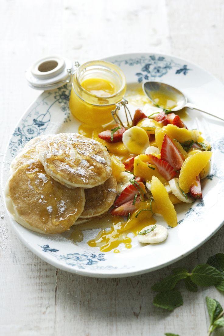 Pannenkoekjes met fruitsla en mangosaus - Libelle Lekker