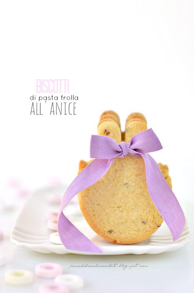 { #Vogliadi... #Pasqua } PANEDOLCEALCIOCCOLATO: Biscotti di pasta frolla all' anice e gli auguri di Pasqua