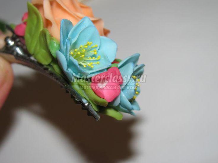 яркая заколка с цветами из холодного фарфора