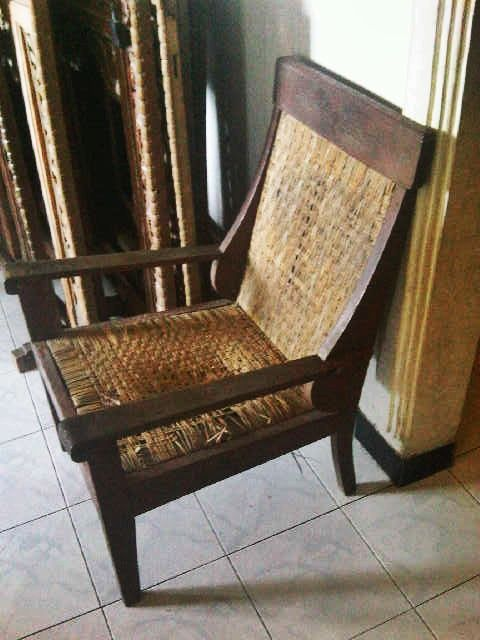 old chair called Kanjengan. This chair is often used by the nobility in ancient times. This chair is made with teak wood so durability is very good. even to survive decades