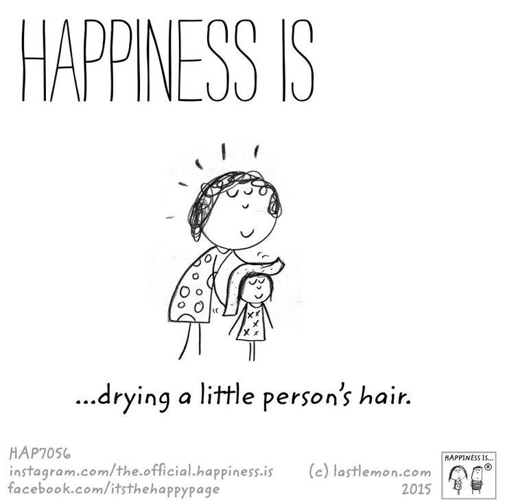 Asciugare i capelli di un bimbo