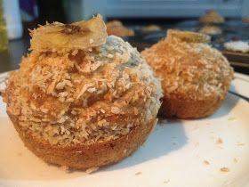 Ces muffins ont un délicieux gout d'exotisme avec leur saveur Banane et noix de coco...bien gonflés et moelleux ils seront idéal pour u...