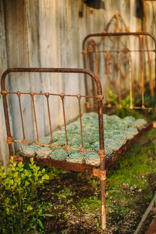 Metal flower bed ~ rust, fabulous rust!!!!!