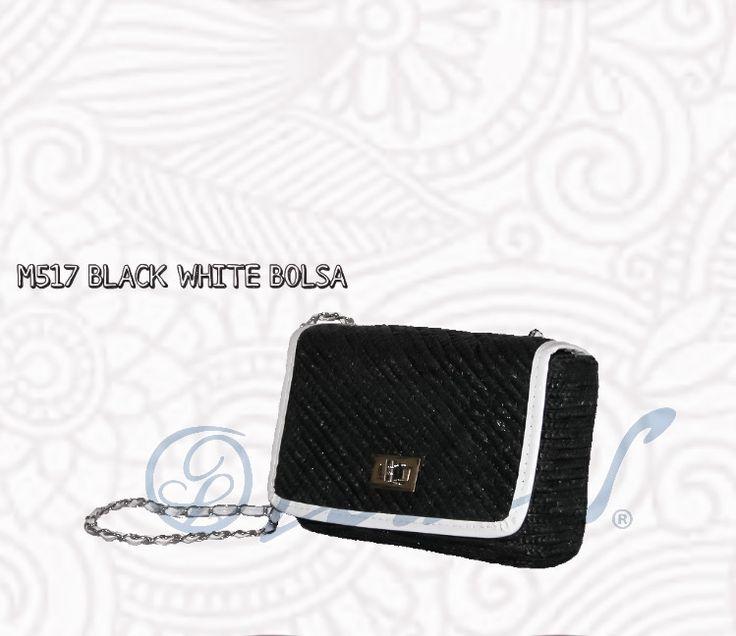 M517 BLACK WHITE BOLSA  Sofisticada, compacta; sencilla; un toque de glamour para tus noches de playa