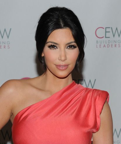 Google Image Result for http://8makeup.com/data/images/2012/05-11/13/what-to-wear-with-bright-clothes-summer-makeup-staples-to-steal-from-kim-kardashian-0.jpg