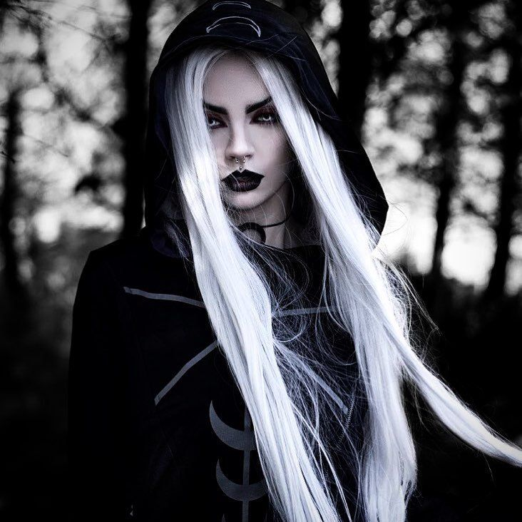 Model/Photo: Beatriz Mariano Photography Welcome to Gothic and Amazing |www.gothicandamazing.com