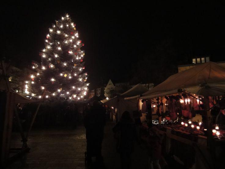 Mittelalter-Weihnachtsmarkt in #Siegburg http://www.ausflugsziele-nrw.net/weihnachtsmarkt-siegburg/