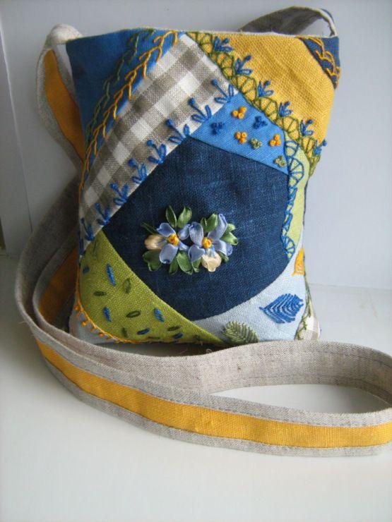 Идеи сумочек с вышивкой в технике крейз квилт и вышивкой лентами