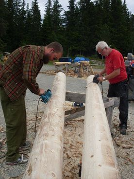 Lafting er en gammel byggemetode. Bruk tømmer fra egen skog og bygg 'di eige bu' eller være med på å bygge til en annen kursdeltakar.