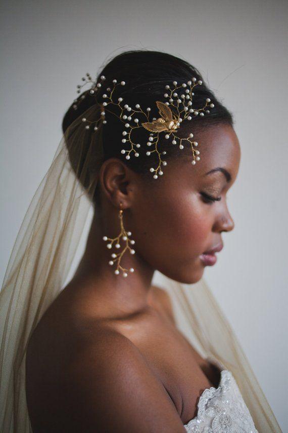 17 Super Updo Hochzeit Frisuren für schwarze Frauen, Tolles Accessoire für Hochzeit, Hochzeit Frisuren Gold Headpiece, Hair Grips, Pelo Natural, Black Bride, Wedding Veils, Wedding Dresses, Wedding Shot, Wedding Cake, Afro Wedding Hair