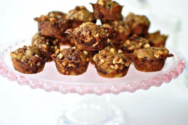 Банановые мини-кексы с орешками и шоколадом Ингредиенты:Банановые мини-кексы с орешками и шоколадомбананы 2 шт.грецкие орехи 1/4 стаканакокосовое масло (для теста) 2 ст. л.корица 1...