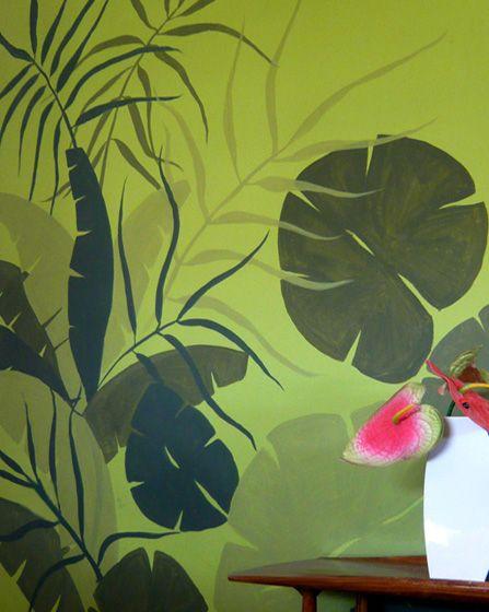 Tropical ζωγραφική στον τοίχο, σε τόνους του πράσινου, σε είσοδο διαμερίσματος. Δείτε πρωτότυπες ιδέες διακόσμησης για κάθε τοίχο στη σελίδα μας www.artease.gr