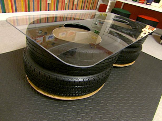 How cool are these racetrack tire tables! #upcycle #tires