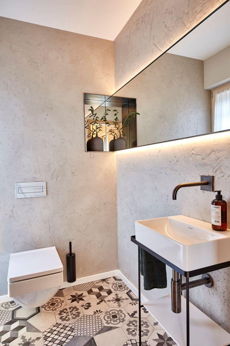 Badezimmer im Landhausstil modern mit Boden Fliesen ...