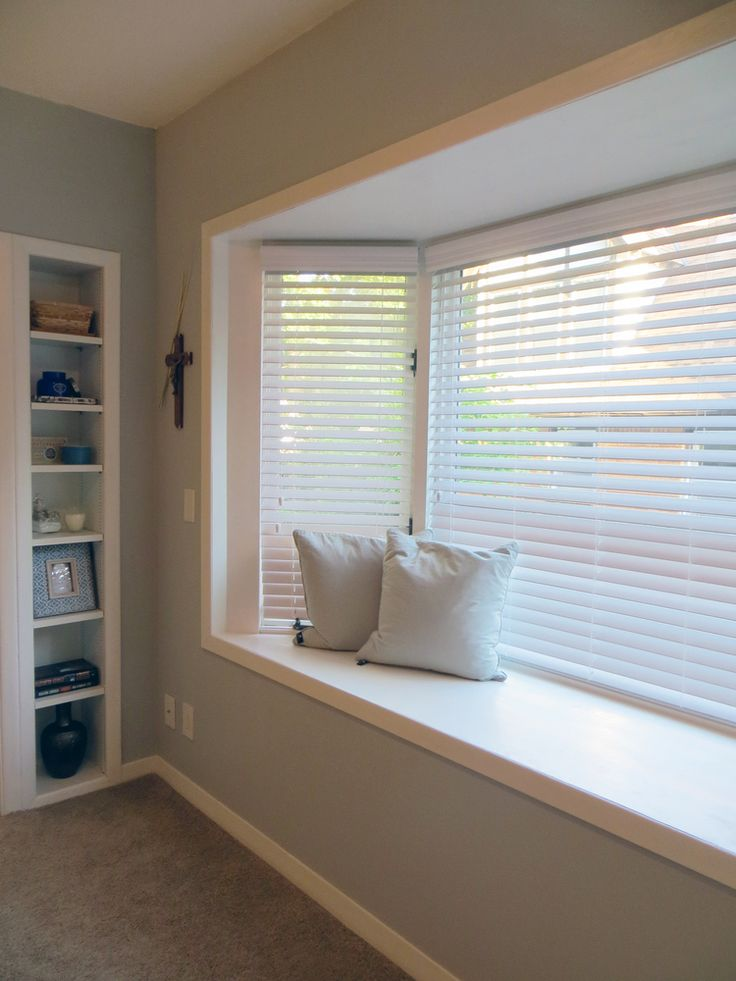 Bay Window With Window Seat Adds A Cozy Niche In The Master Bedroom Built In Display Shelves